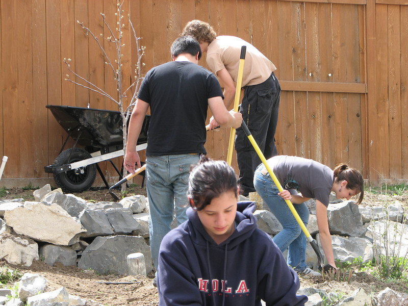 2007 04 09 Mon - Coram Deo's Mormon neighbors' service projects 01 - Matt Milton, Justin De Vesta, Michelle Zappa, & Ashley Clifford gardening for Amy