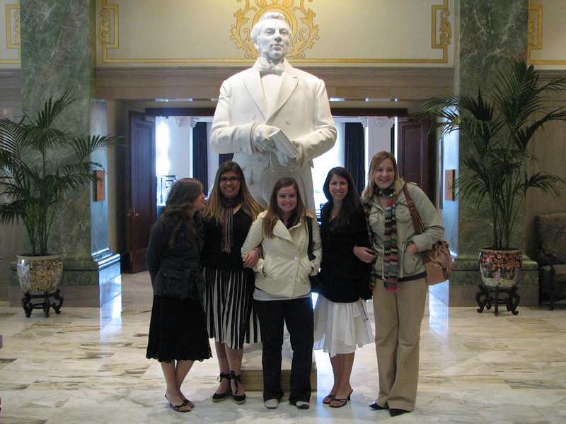 2007 04 11 Wed - Temple Square - Joseph Smith & wives Emily Johnson, Alex Horn, Theresa Norcia, Angelina D'Angelo, & Kari Walton