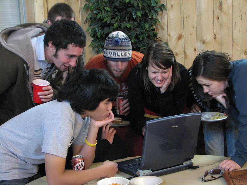 2007 04 13 Fri - Hangout Day @ Christ EV Free - John Dunne, Chris Yap, Adam Moon, Kristi Bjorkman, et al watchin' vids