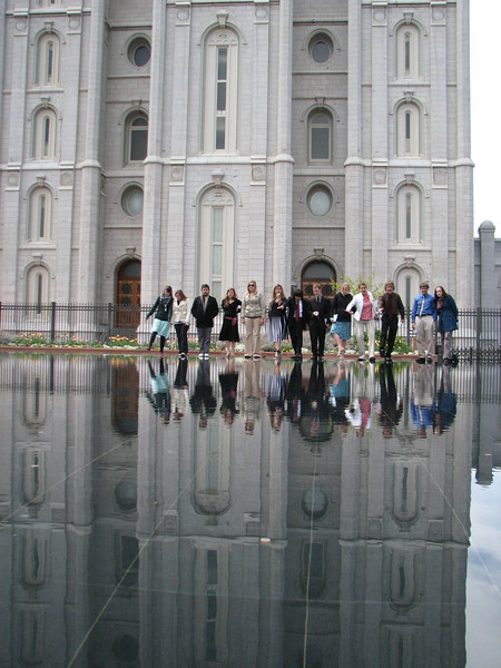 2007 04 11 Wed - Temple Square - Kristi Bjorkman, Theresa Norcia, Dan Perez, Emily Johnson, Kari Walton, Alex Horn, Chris Yap, Josh Jones, Hillary Karwowski, Megan Reese, Justin De Vesta, Justin Barr, & Michelle Roberts walk on water 2