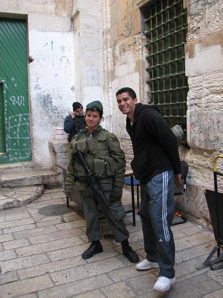2007 12 31 Mon - Jorge Cota & female Israeli soldier