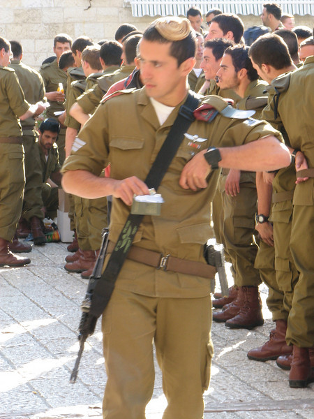 2007 12 30 Sun - Israeli soldier trainer in Jewish Quarter