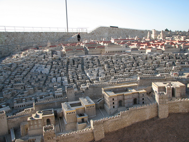 2007 12 29 Sat - Jerusalem Museum - model of city - wealthy red roofs, poor beige roofs, wealthy City of David