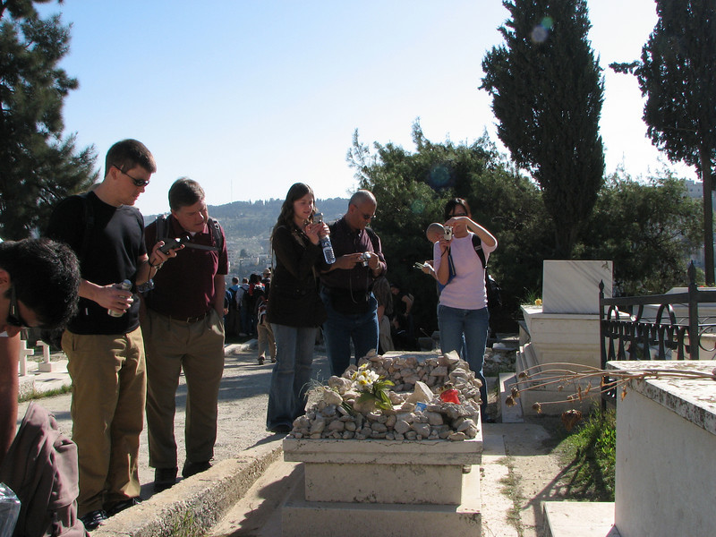 2007 12 29 Sat - Old City walk - Philip Peery marking GPS, Bob Goodman, Ayelet, Onsi Mousa, & Kelly Kwan photo'ing Oskar Schindler's grave