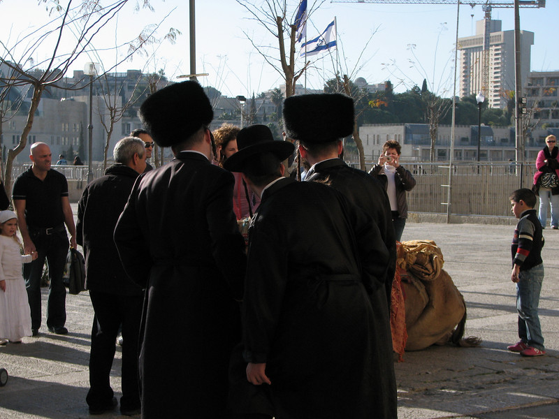 2007 12 29 Sat - Old City walk - Jews outside Jaffa Gate
