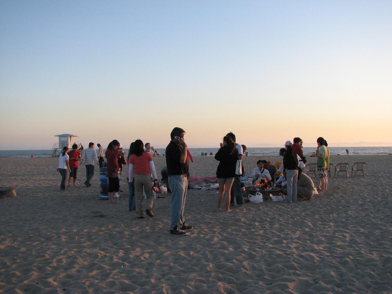 2008 03 24 Mon - Talbot & Int'l students @ the beach - Chillin'