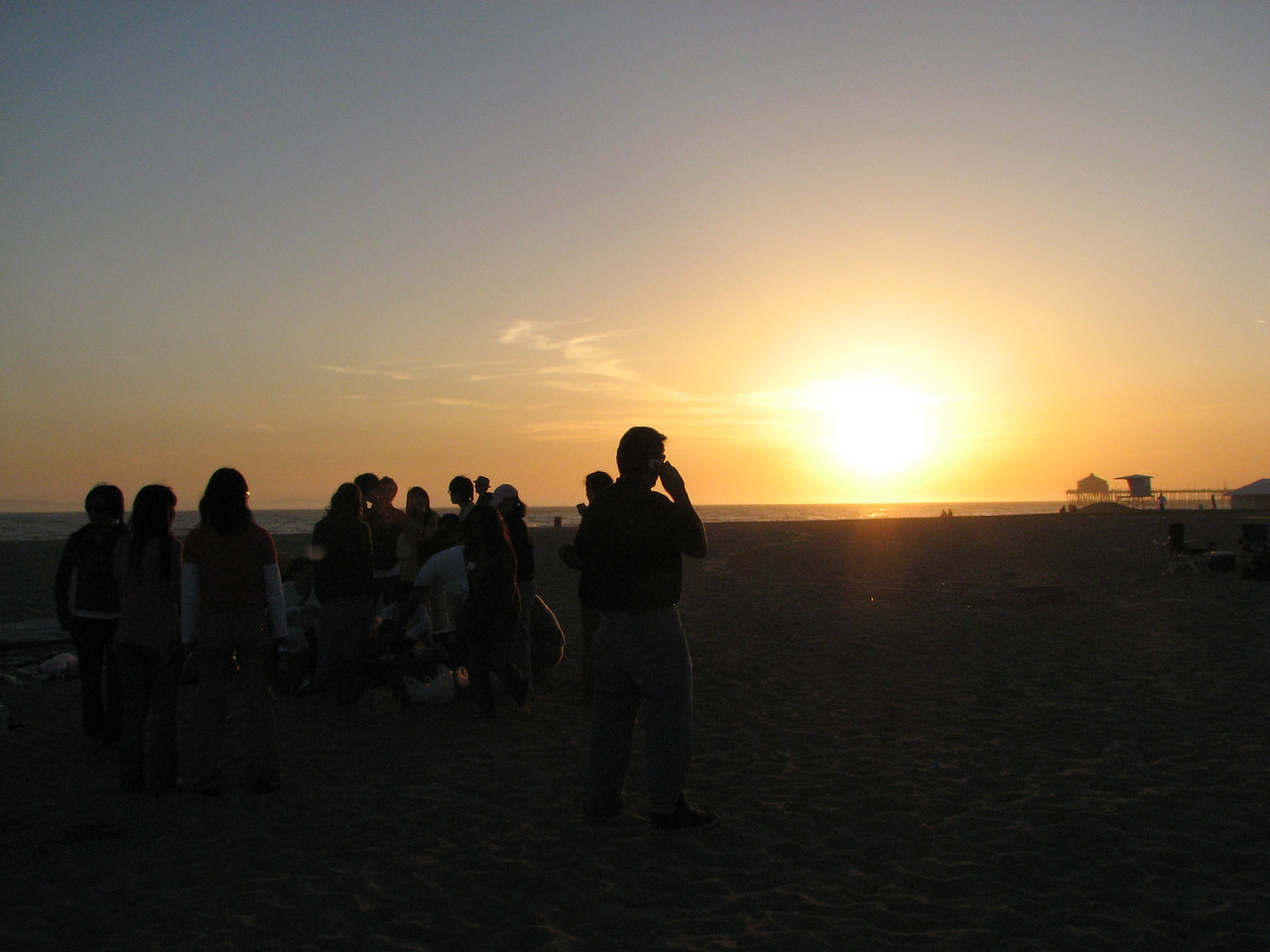 2008 03 24 Mon - Talbot & Int'l students @ the beach - Against the sunset