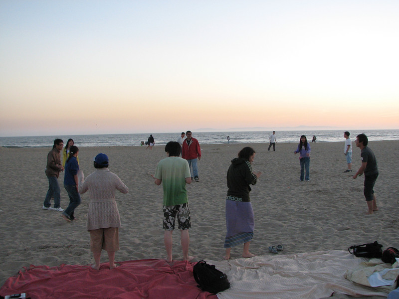 2008 03 24 Mon - Talbot & Int'l students @ the beach - Water balloon toss