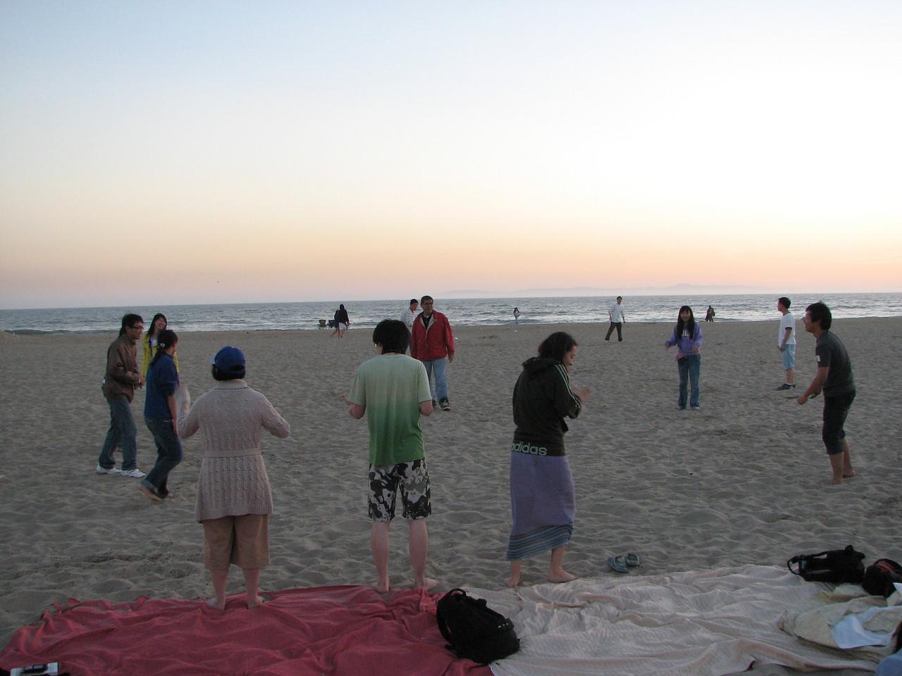 2008 03 24 Mon - Talbot & Int'l students @ the beach - Water balloon toss