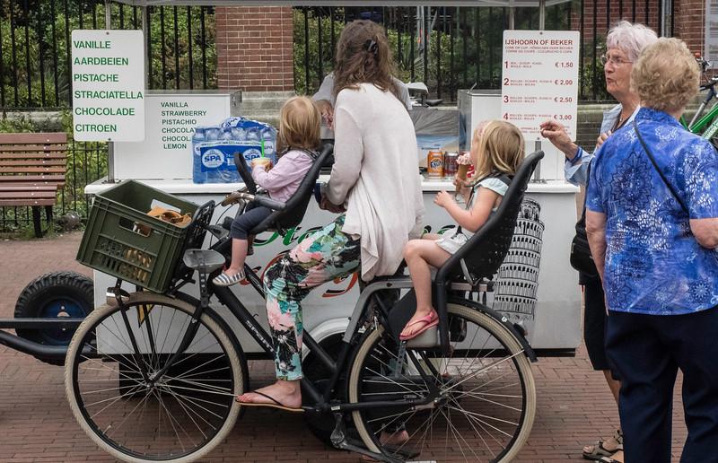Dutch Minivan, The Hague