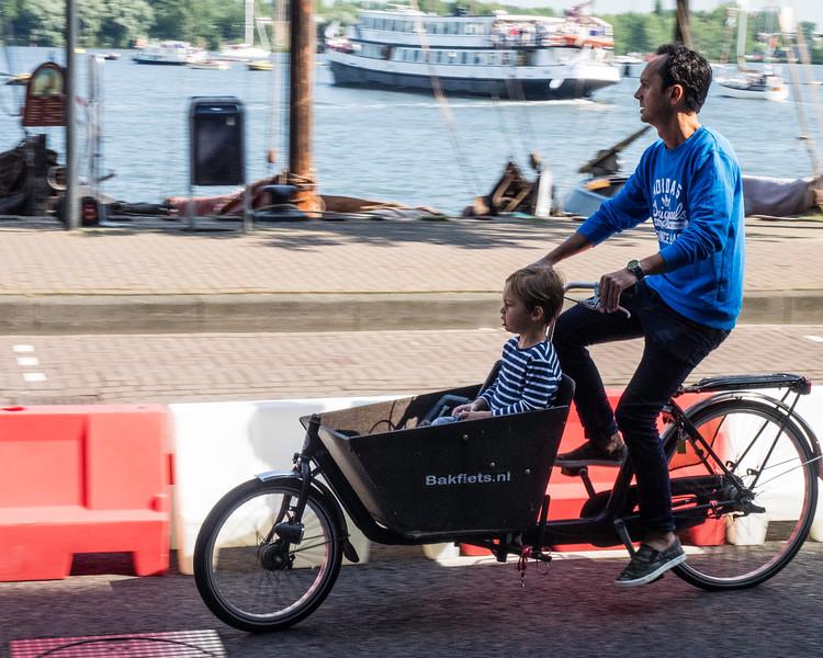 Dutch transit - children or groceries