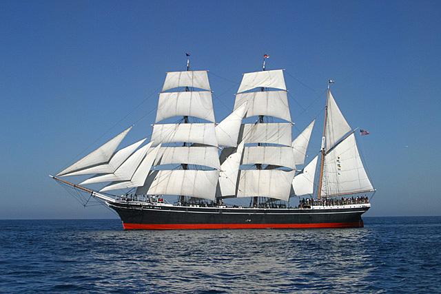 IMAGE: http://johnwright.smugmug.com/Tall-Ships/2002-1/SAIL100602032/34445033_FqShz-XL.jpg