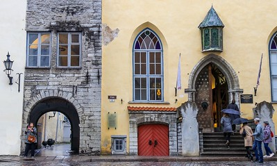 ZaBaltic T7i 811A, SMALL, Tallinn store fronts and alley entrance-811