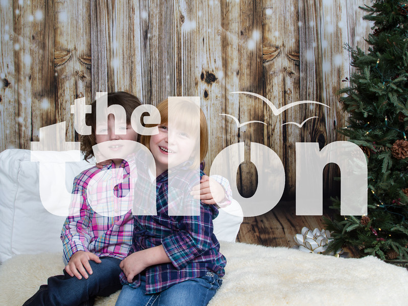 Eastman family sits for Talon Holiday Photoshoot at Talon Portrait Studio in Argyle, Texas, on November, 5, 2017. (Lauren Landrum / The Talon News)