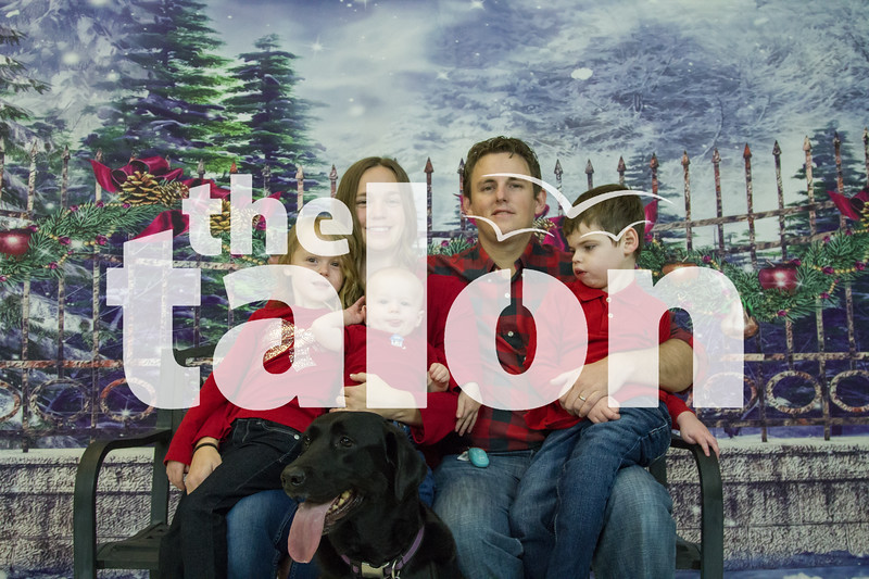 The Olgetree family attend the Holiday Photoshoot at Argyle High School in Argyle, Texas, on November, 11, 2017. (Lauren Landrum / The Talon News)