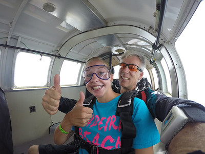 Courtney Nelson tandem skydiving