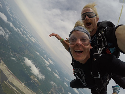 Jamie Smith tandem skydiving