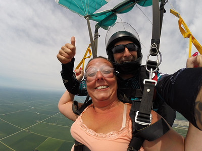 Jennifer Mohn Reiss tandem skydiving