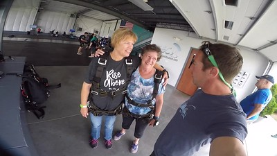1159 Sue Erickson Skydive at Chicagoland Skydiving Center 20170711 Brad Brad