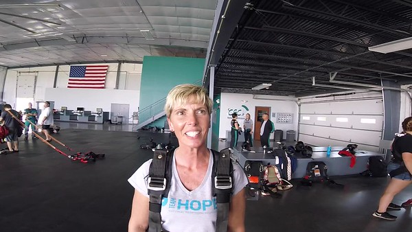 1641 Stephanie Deery Skydive at Chicagoland Skydiving Center 20170723 Leonard Leonard