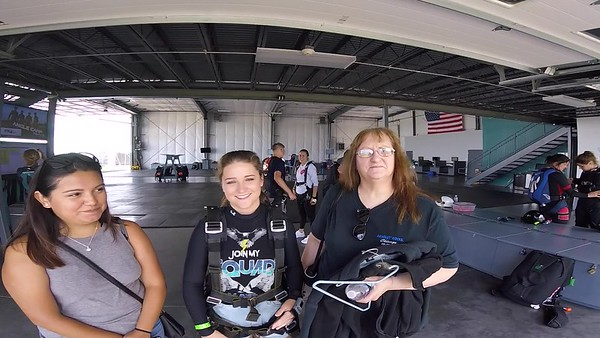 1233 Katie Shannon Skydive at Chicagoland Skydiving Center 20170621 Len Len
