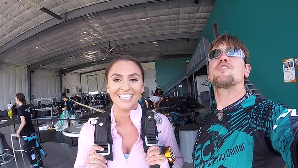1410 Aoife Leahy Skydive at Chicagoland Skydiving Center 20170624 Eric S