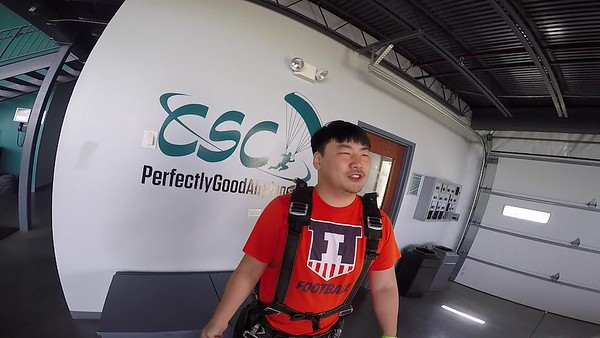 1555 Chengrui Zhu Skydive at Chicagoland Skydiving Center 20170528 Cody