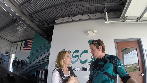 1659 Wendy Langman Skydive at Chicagoland Skydiving Center 20170909 Eric Amy
