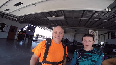 1639 Chuck Grewell Skydive at Chicagoland Skydiving Center 20170915 Jo Brad