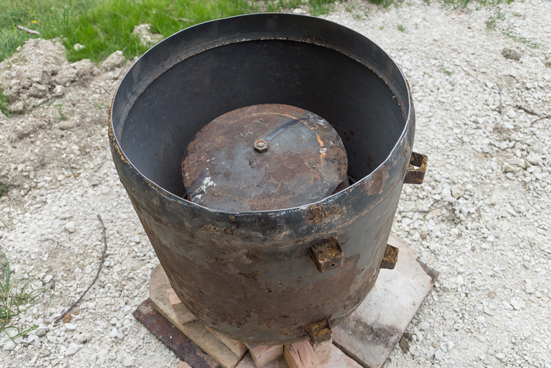 The dome cut out of the bottom of the shell used as a lid for the cooking pot.