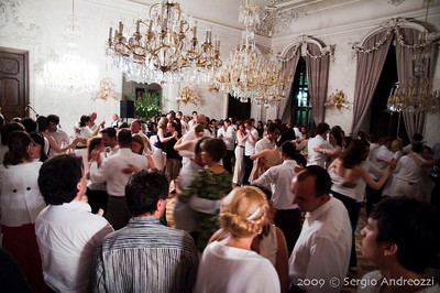 White Milonga: people dancing