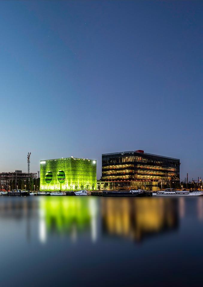 A4 portrait. Euronews GL events et musée des confluences depuis la rive droite de la Saône. Confluences. LYON
