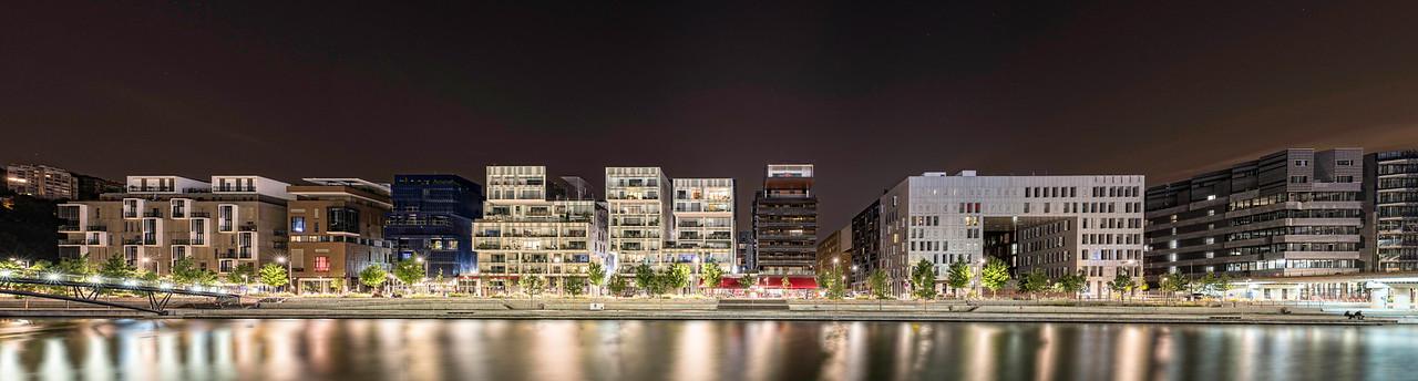 Quai nord de la Darse 1. Habitations et bureaux depuis le quai côté centre commercial, Les Confluences. LYON