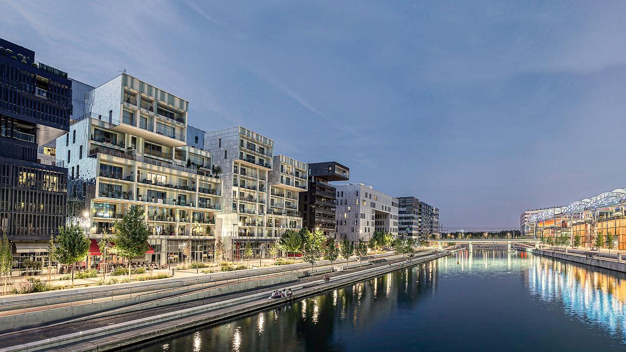 Recadrage, Quais de la Darse. Centre commercial confluence et habitats bureaux depuis passerelle 1. Confluences. LYON