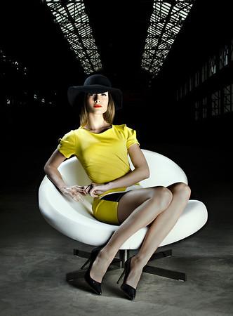 Photo de couverture du magazine Stemp Magazine:     - Photo: Tarzshoot     - Model: Charlène (Agence VIP models, à Lyon)     - Fauteuil: Nuage de Roche Bobois     - Robe et chapeau: Les folies d'Amélie     - Lieu: Novaciéries, Saint-Chamond
