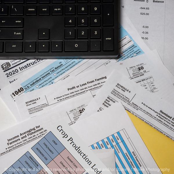 015-tax_forms-studio-22aug20-09x09-206-400-4119