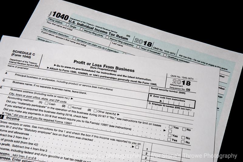 015-tax_forms-studio-07nov18-09x06-009-500-3846