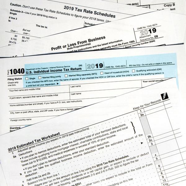 015-tax_forms-studio-23aug19-09x09-006-400-3997