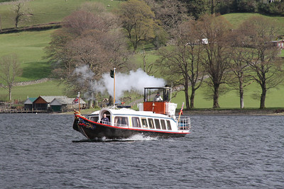 Steam Yacht Gondola makes her way back from the luncheon layover