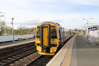 158713 during the seven minute scheduled wait at Kirkcaldy