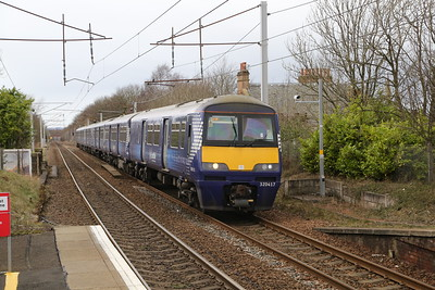 320417 leads a 320/3 for Lanark on the 0850 ex GLC