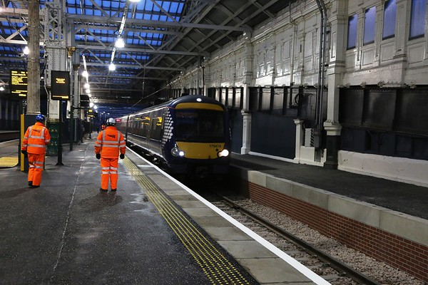 170474 creeps into the extended Platform 12