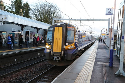 380020 is a Queen Street via Cumbernauld service at Linlithgow - I have bailed for a filled roll