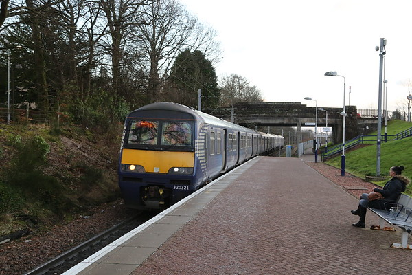 320321 arrives at Balloch and will be the rear unit for my spin to Queen St