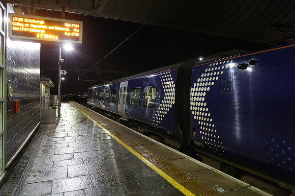 380013 as I finally wake up and bail at Edinburgh Park having travelled from Queen St via Cumbernauld on the 1626.  Duplicated the 1026 run from earlier with the same unit!