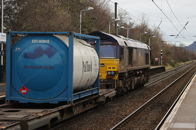 66109 passes Wester Hailes with 4E98 Mossend - Tees 20 November 2020