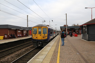 319386 1F03 to Lime Street at Wigan NW