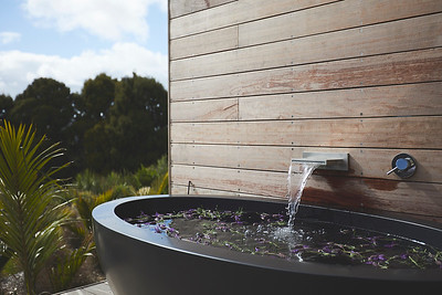 Romantic Outdoor Bath - image Matt Queree