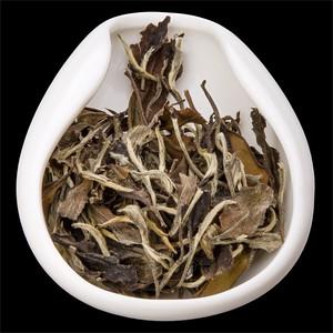 Shou Mee - Starobylé obočí. Tea leaves in porcelain hopper.