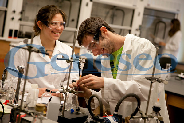 Students in a physics lab. Photo by Keith Walters Geneseo Office of College Communications